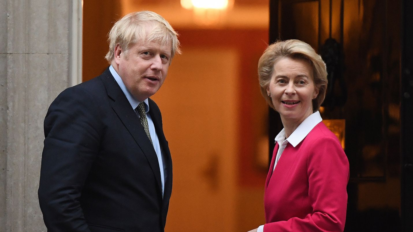 Britannian pääministeri Boris Johnson ja komission puheenjohtaja Ursula von der Leyen eivät ole olleet aiemmin kovinkaan paljon suorassa yhteydessä. Nyt heidän pitäisi avata Britannian erosopimuksen solmut. Arkistokuva viime tammikuulta.