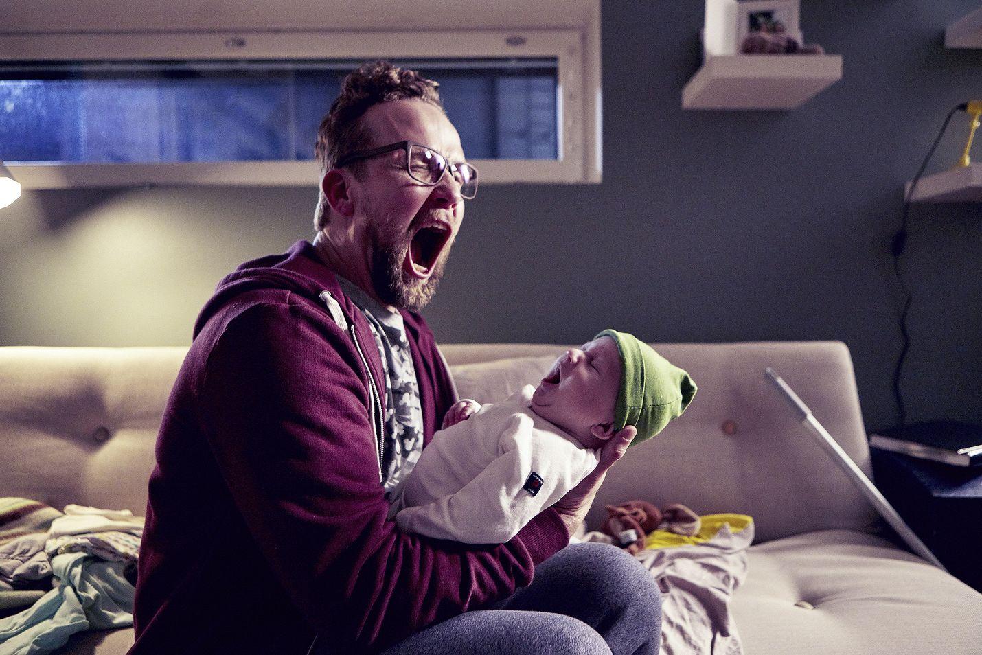 Eve Hietamiehen romaaniin perustuva Yösyöttö on komedia miehestä (Petteri Summanen), joka jää yllättäen vauvan kanssa kaksin.