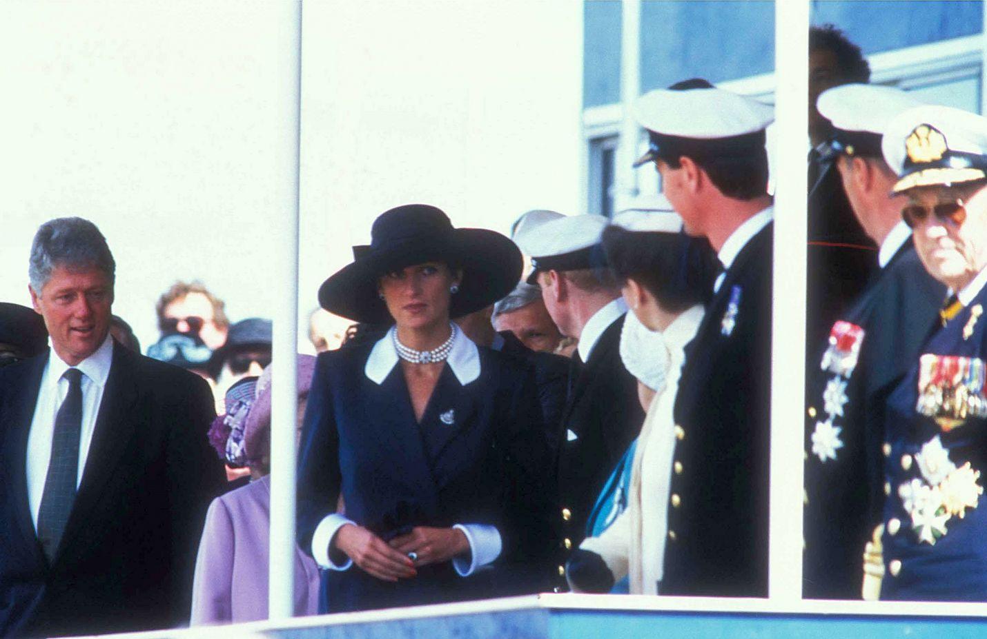 Prinsessa Diana oli tyyli-ikoni ja monien ihailema edustusnainen. Tässä hän on presidentti Bill Clintonin seurassa.