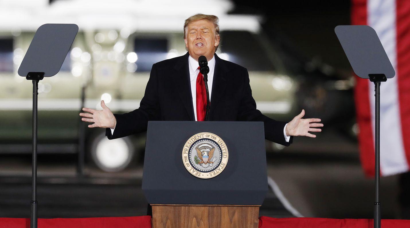 Yhdysvaltain presidentti Donald Trump joutunee etsimään uuden somealustan twitter-potkujen myötä.