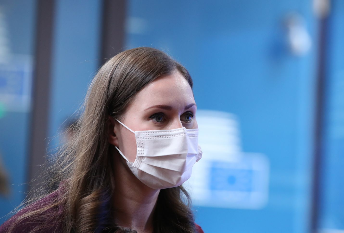 Pääministeri Sanna Marin (sd.) edusti Suomea joulukuussa EU-huippukokouksessa Brysselissä korona-ajan mukaisesti maski kasvoilla.