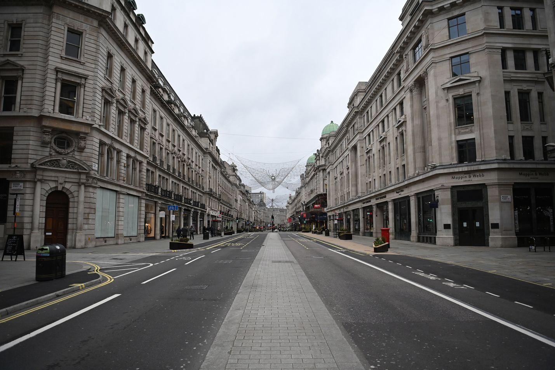 Tavallisesti erittäin vilkas Regent Street on ollut Lontoon keskustassa hyvin hiljainen viime aikoina. Britanniassa on otettu käyttöön kotonapysymissuositus.