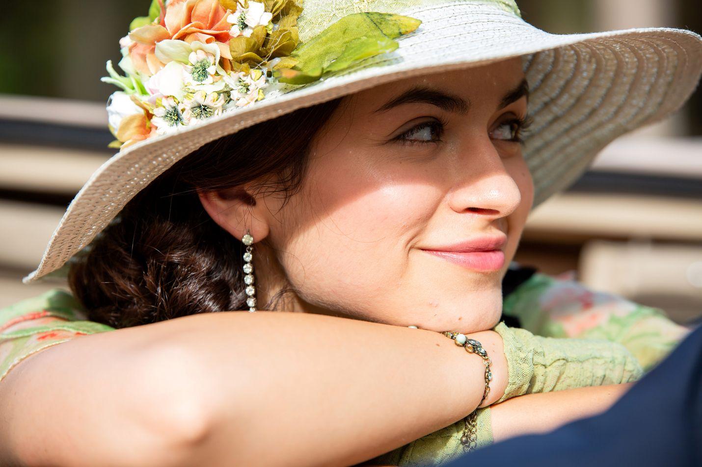 Viehättävä Mikaela Lupu näyttelee jalosukuisen perheen Carlota-tytärtä portugalilaisessa draamasarjassa.