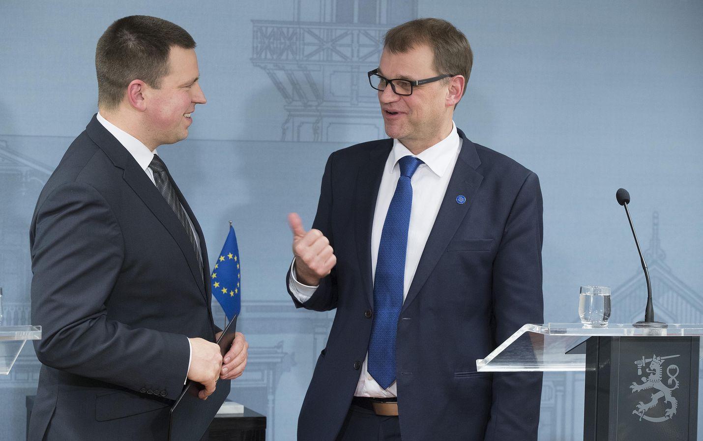 Viron pääministeri Jüri Ratas (vasemmalla) teki ensimmäisen valtiovierailunsa joulukuussa 2016 Suomeen. Kesärannassa hänet otti vastaan silloinen pääministeri Juha Sipilä.