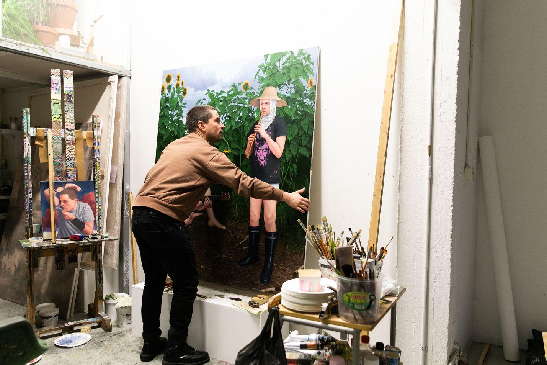 Joel Slotten maalauksissa kuvan terävyys paljastaa tekijän piirtäjätaustan