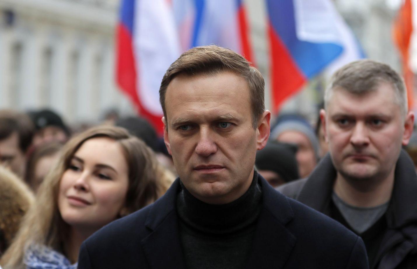Ennen murhayritystä Aleksei Navalnyi oli Venäjällä täydessä toiminnassa. Kuvassa hän johtaa murhatun oppositiopoliitikon Boris Nemtsovin muistomarssia tämän kuoleman viisivuotispäivänä 29. helmikuuta