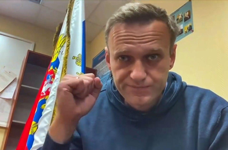 Aleksei Navalnyi puhui videolla moskovalaisella poliisilaitoksella, jossa oikeusistunto tämän vangitsemisen pidentämiseksi käytiin maanantaina.