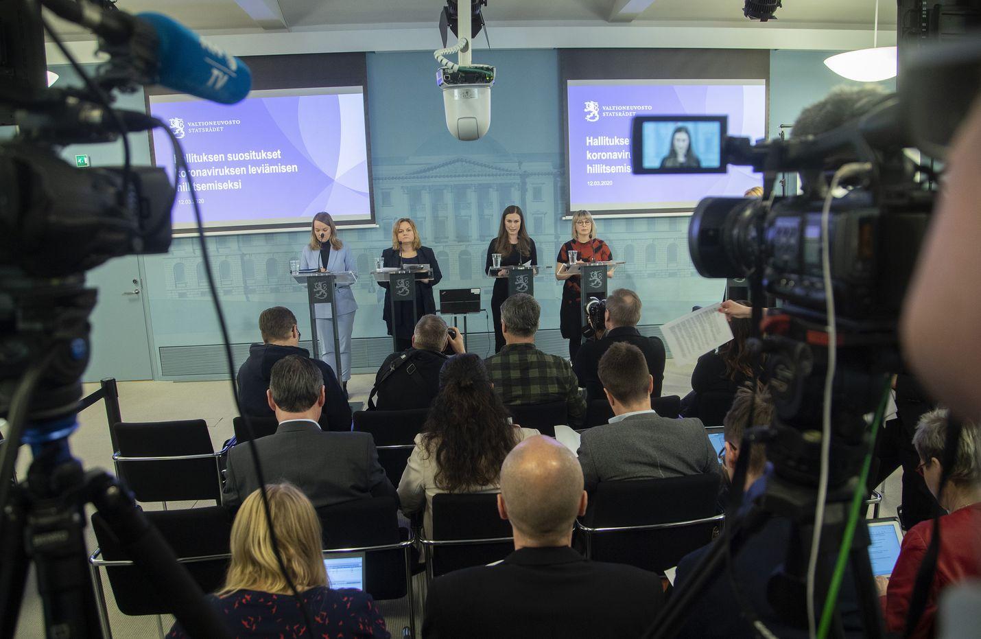 Selvltykseen haastatellut ministerit ja virkamiehet nostavat koronakevään onnistumisiksi muun muassa ripeät päätökset ja kansalaisviestinnän. Hallitus tiedotti poikkeusoloista 17. maaliskuuta 2020.