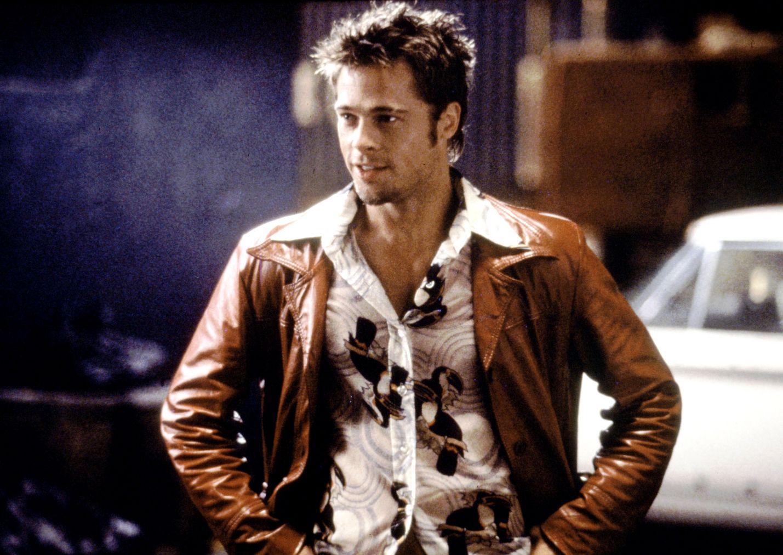 Fight Club -elokuvassa Brad Pittin esittämä Tyler houkuttelee kaverinsa mukaan väkivaltaiseen ja laittomaan taistelukerhoon.