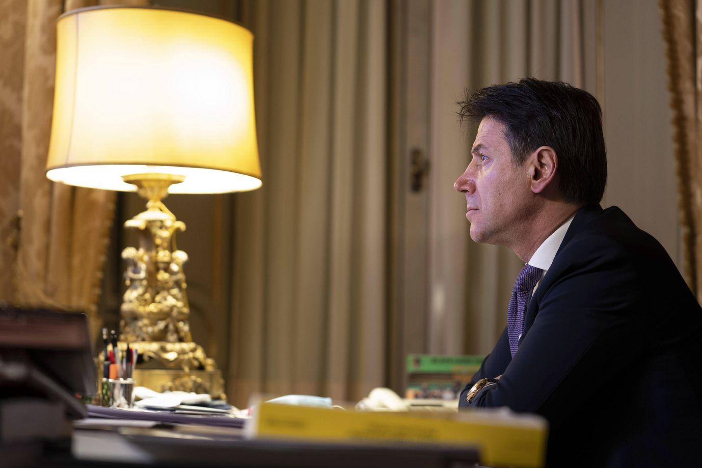 Pääministeri Giuseppe Conten hallitus ajautui kriisiin keskustalaisen Viva Italia -puolueen lähdettyä siitä.