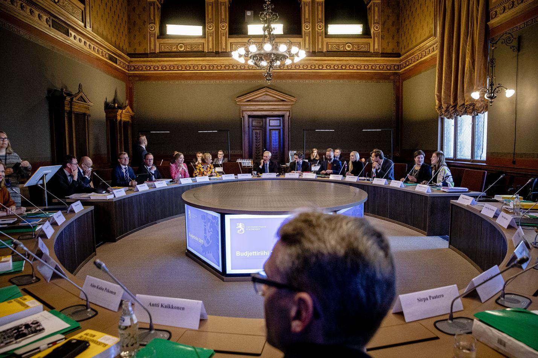 Hallitus linjaa talouspolitiikkaansa yleensä syksyn budjettiriihessä ja kevään kehysriihessä. Arkistokuva syksyn 2019 budjettiriihestä.