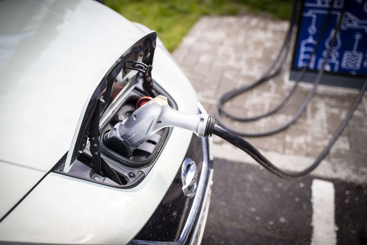 Suomi haluaa päästä mukaan liikenteen ja yhteiskunnan muun sähköistymisen virtaan muutenkin kuin asiakkaana. Akkualan kehittämisellä on työryhmän mukaan kiire, sillä kansainvälinen kilpailu on kovaa.
