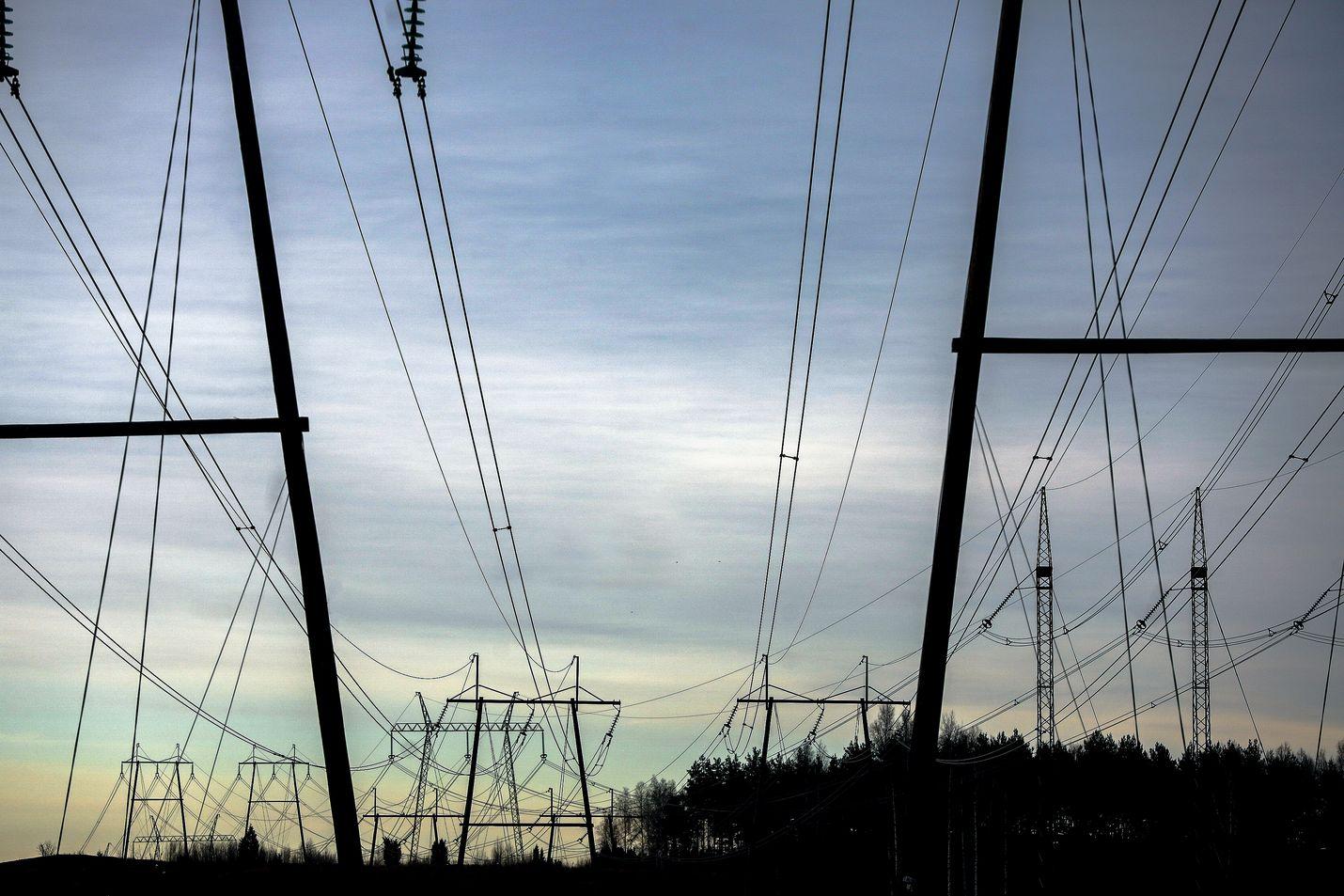 Sähkön siirtohinnoissa on tapahtunut viime vuosina kohtuuttomia korotuksia.