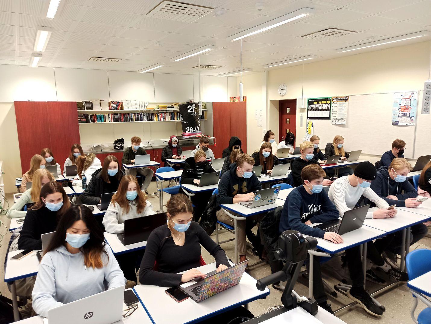 """Porin suomalaisen yhteislyseon lukion ensimmäisen vuoden opiskelijat tiesivät hyvin muun muassa """"joutilaan"""" ja """"lakan"""" merkitykset. Sen sijaan """"repsikka"""", """"kohmelo"""" ja """"huikentelevainen"""" tuottivat suuria vaikeuksia."""