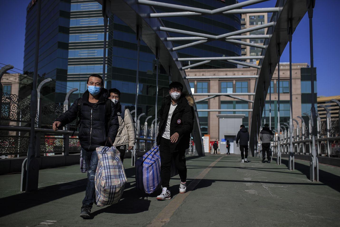 Esimerkiksi Kiinassa tiukat rajoitustoimet mahdollisti maan hallintojärjestelmä. Korona on tutkijoiden hypoteesin mukaan pysynyt kurissa myös väestön aineenvaihdunnan ansiosta.