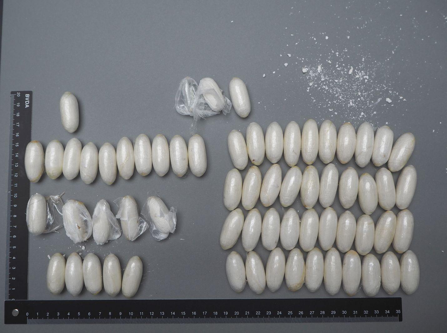 Keskusrikospoliisi pääsi viime kesänä kokaiiniliigan jäljille, jossa kolme hollantilaista toi Suomeen kehonsisäisesti kuvan huumepaketteja ja kymmenen suomalaismiehen tarkoituksena oli levittää huumeet Turussa ja Helsingissä. Kaikki liigan jäsenet ovat pari–kolmekymppisiä
