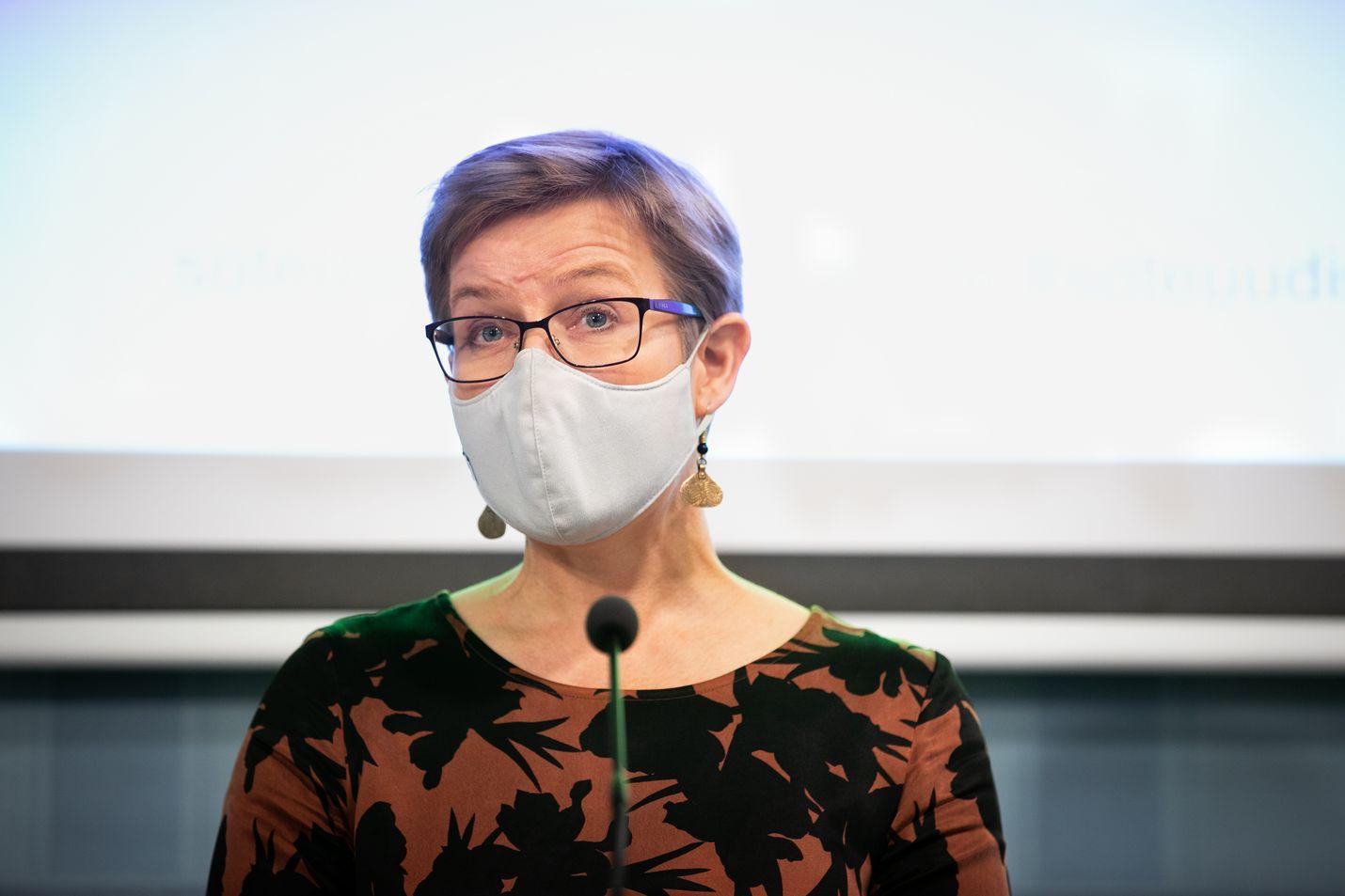 Ympäristöministeri Krista Mikkonen (vihr.) kertoo, että kansalaiset otetaan monella tapaa mukaan ilmastostrategian valmisteluun.