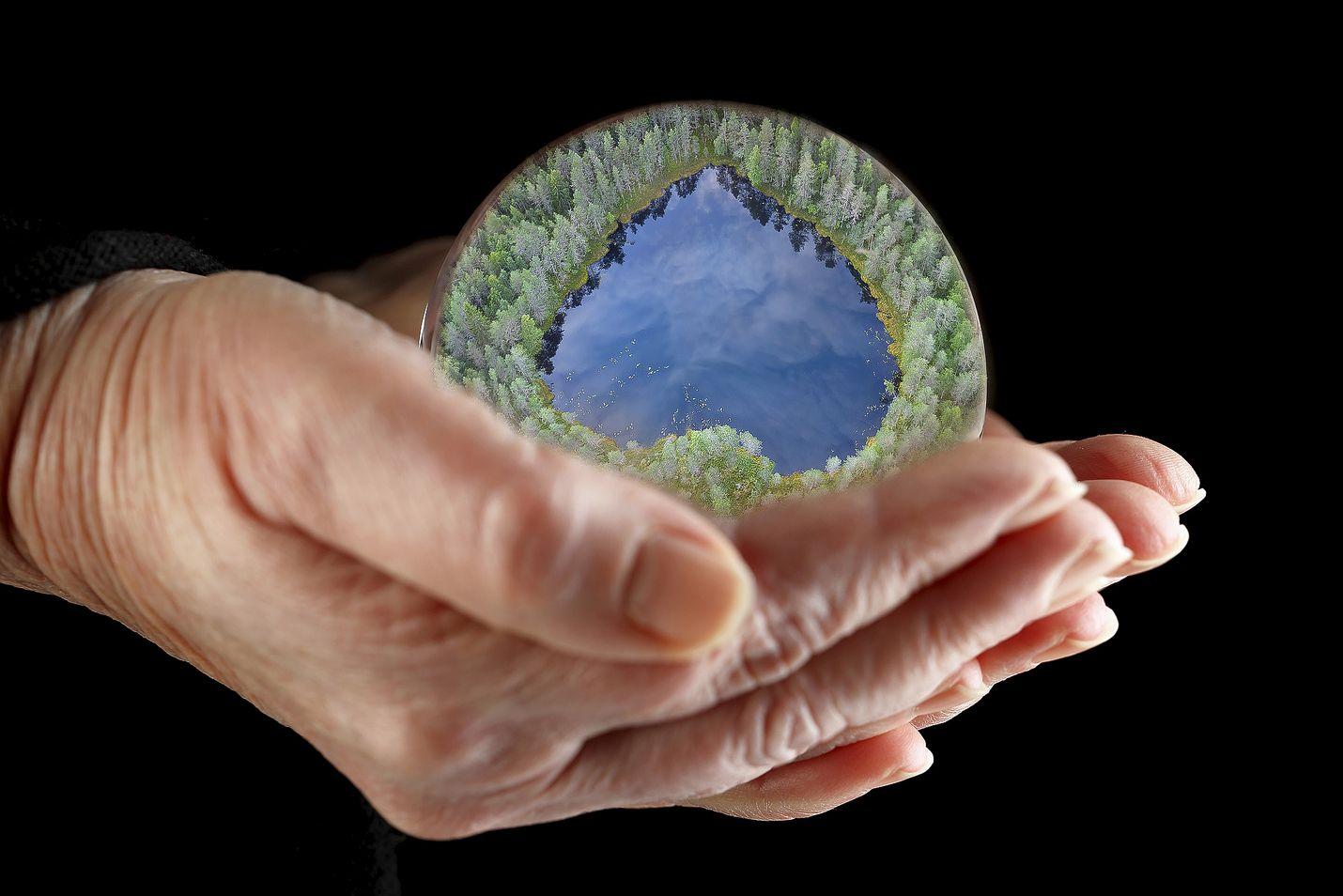 Kirjoittaja kysyy, moniko on valmis luopumaan mukavuuksistaan ilmaston puolesta.