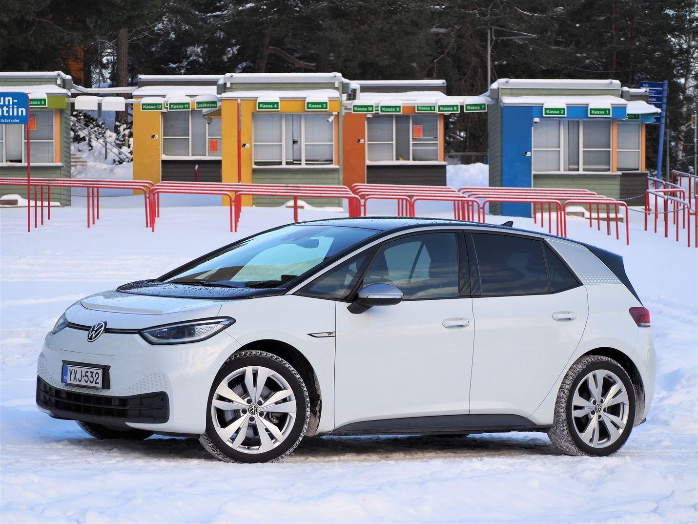 Volkswagen ID.3 tuli 2. sijalle Suomen auto- ja liikennetoimittajien Vuoden auto 2021 -äänestyksessä. Voimalinja toimii, mutta käyttöjärjestelmä vaatii ohjelmistopäivityksiä. Niitä on tulossa tänä keväänä.