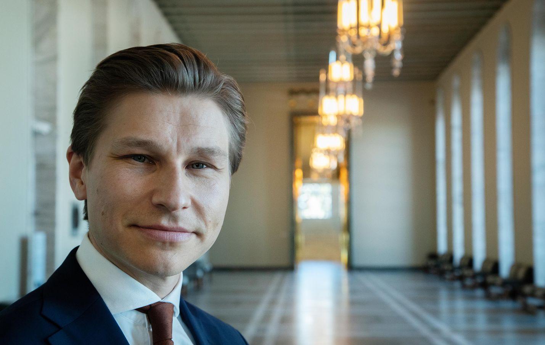 Kokoomuksen varapuheenjohtaja Antti Häkkänen muistuttaa, että työttömyyden laajat kustannukset ovat yli 10,8 miljardia euroa vuodessa. Rahat tarvitaan ennemmin vanhustenhuoltoon ja koulutukseen, tai matalampina veroina ihmisten lompakkoon.