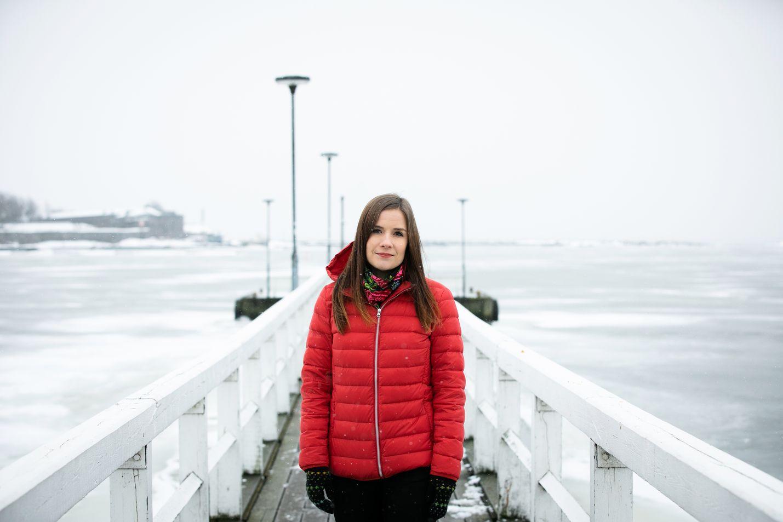 Talvet muuttuvat Suomessa eniten. Kerttu Kotakorpi sanoo muutoksen näkyvän jo äärevyytenä eli ääri-ilmiöiden lisääntymisenä. Tänä talvena Helsingissä on ollut välillä paljon lunta, välillä se on lähes sulanut. Kaivopuiston rannassa jäät alkavat kohta olla heikkoja.