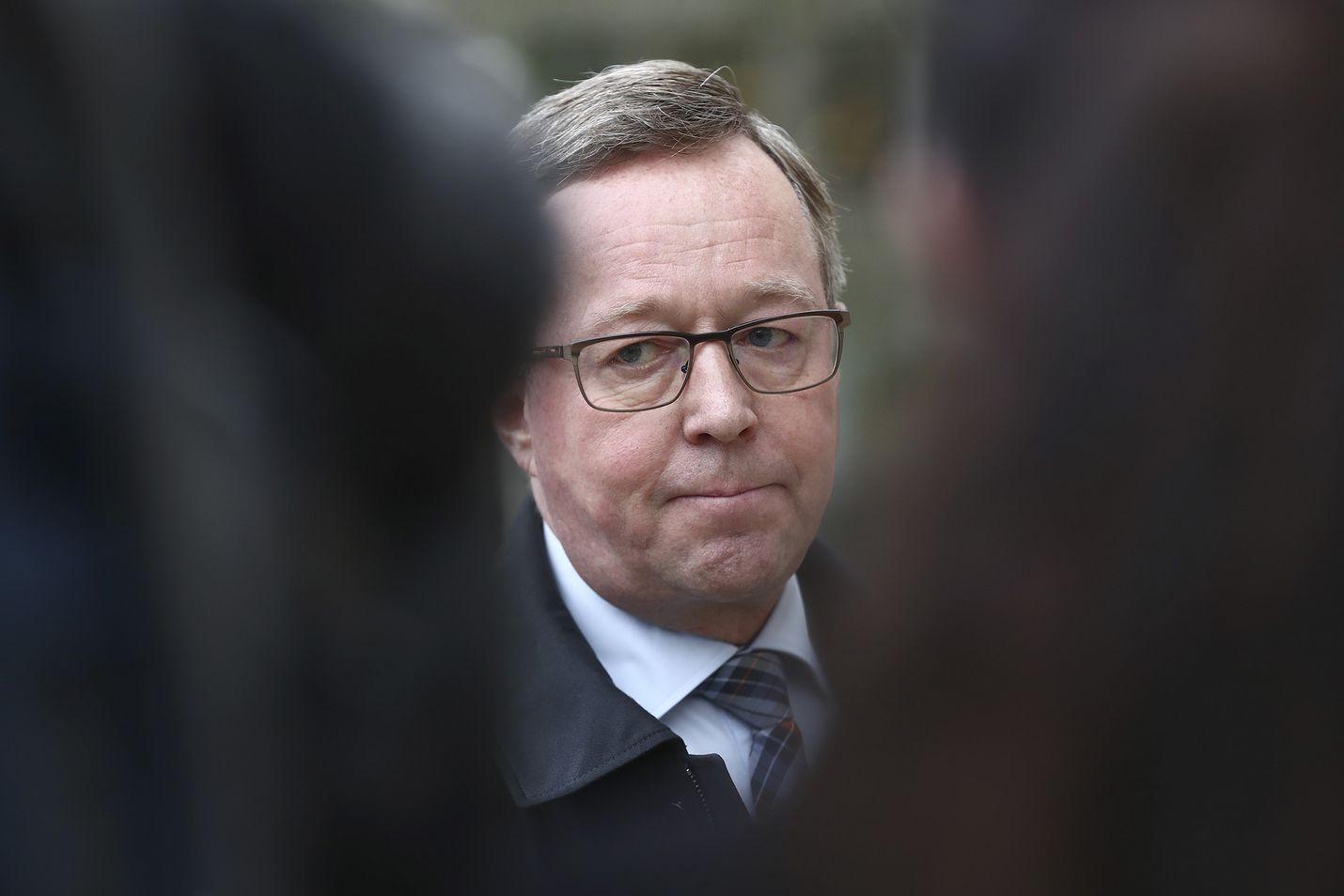 Elinkeinoministeri Mika Lintilä sanoo, että ravintoloiden tukemiseen voidaan tarvitaan kustannustuki 3 b. Se tarkoittaa sitä, että kustannustukimallia kehitetään ravintoloiden tukemiseen sopivaksi.