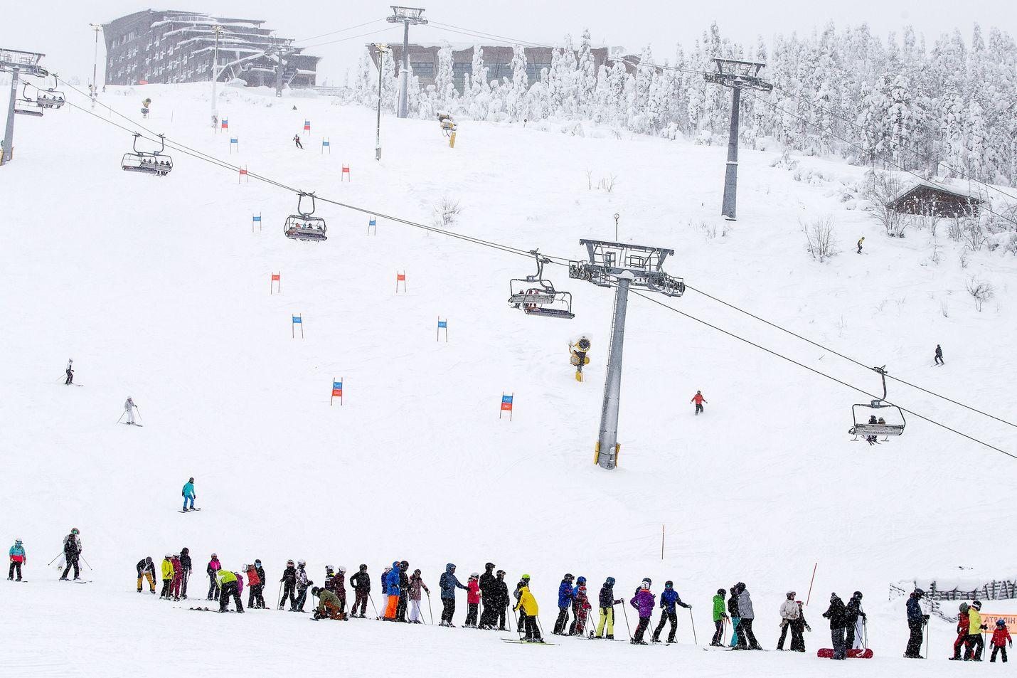 Levin hiihtohissille syntyi pitkä jono viime viikolla.
