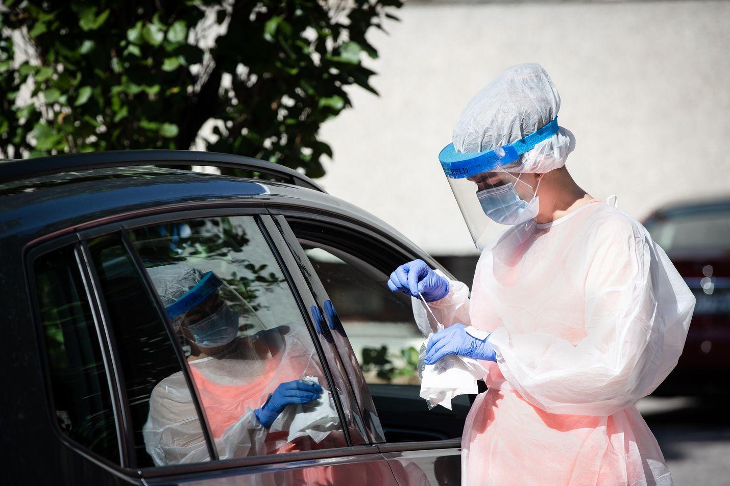 Terveyspalveluyhtiö Mehiläisen drive-in-pisteessä tehtiin koronavirustestejä viime elokuussa.