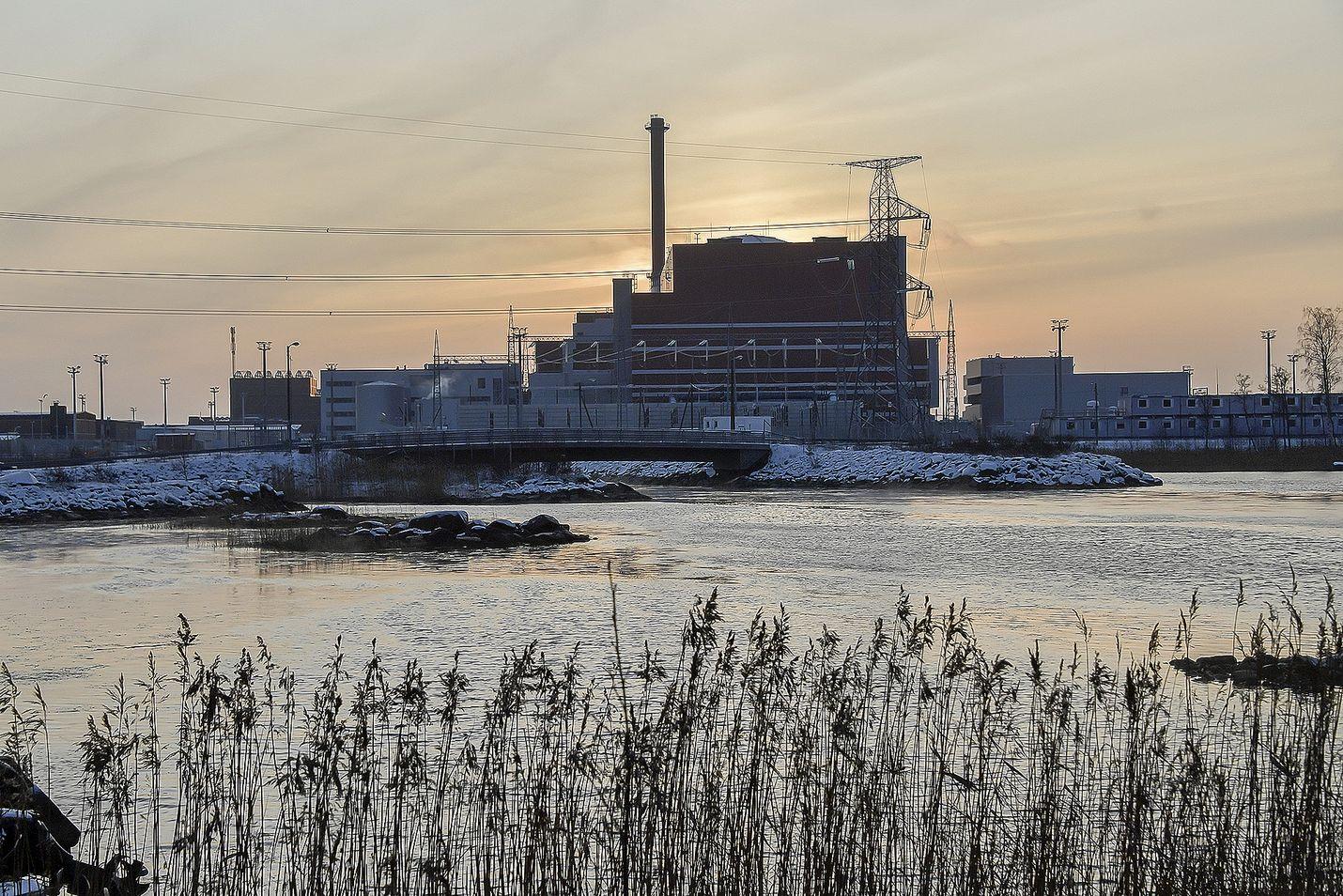 Olkiluoto 3 saattaa olla viimeisiä ydinenergiatuotannon suurlaitoksia. Kirjoittaja liputtaa pienten laitosten puolesta.