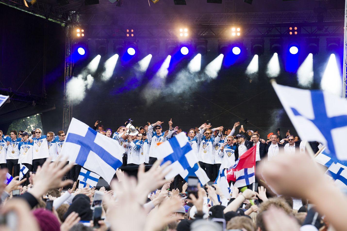 Suomalaiseksi avaruuslentäjäksi kannatusta sai leijonautti Suomen leijonan mukaan. Jääkiekkoleijonat juhlivat maailmanmestaruutta 2019.