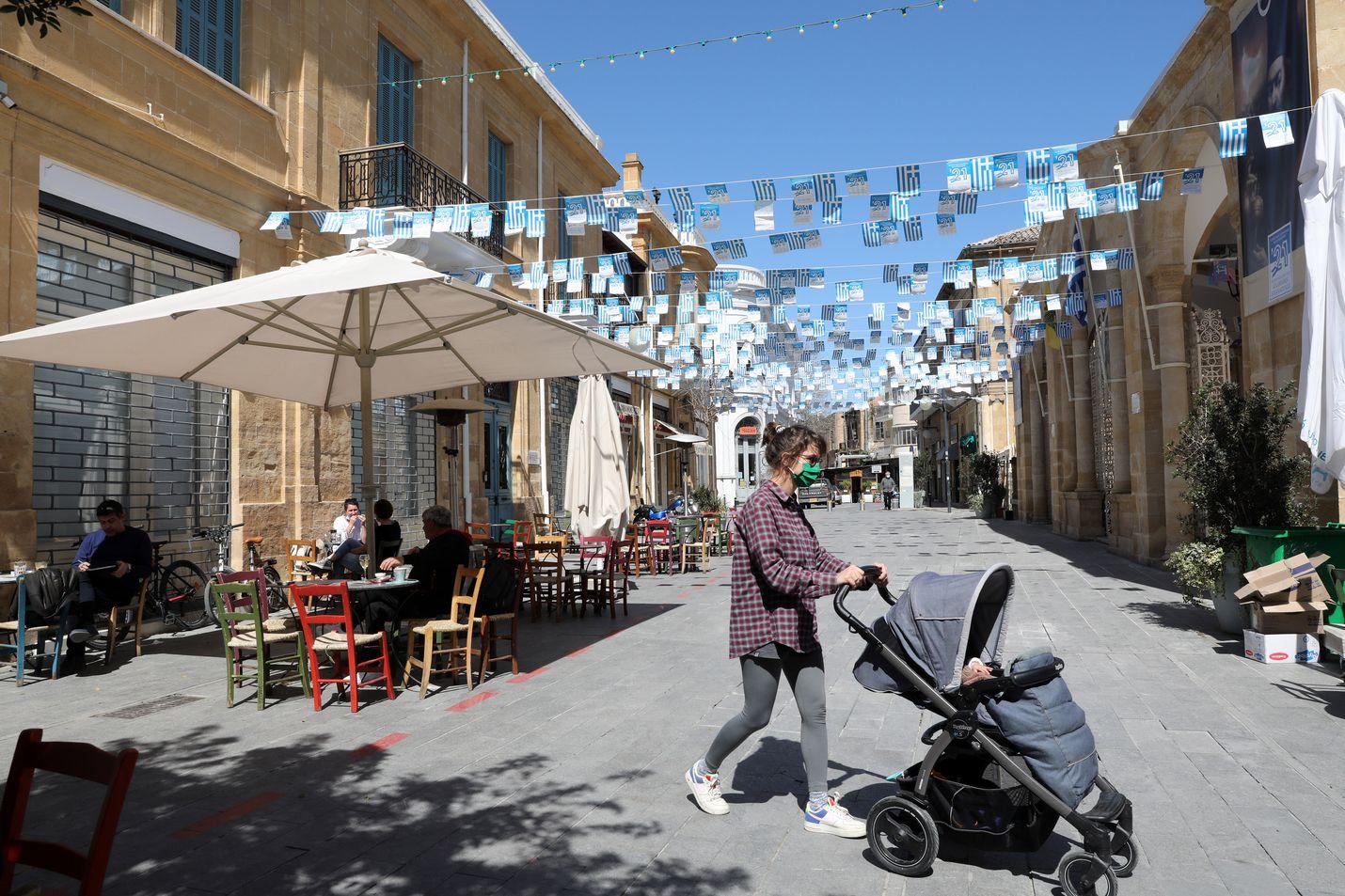Kypros avasi kahviloita uudestaan 16. maalikuuta Nikosiassa. Kyproksen saarivaltio on yksi kesän 2021 eniten suomalaisten varauksia saaneista matkakohteista.