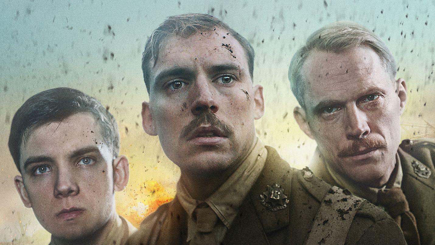 Nuoret brittisotilaat ja vain hieman vanhemmat upseerit punnitsevat rohkeuden ja ihmisyyden tuntoja odotellessaan taistelun alkua ensimmäisen maailmansodan juoksuhaudoissa.