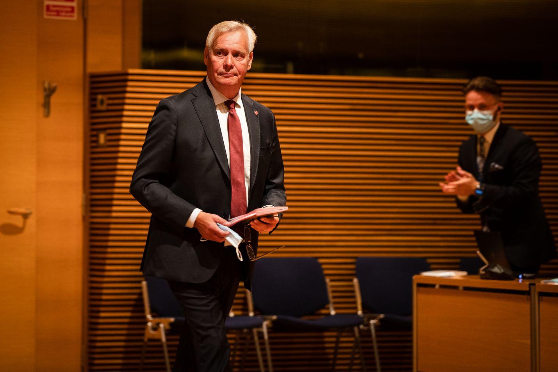Perustuslakivaliokunnan puheenjohtaja Antti Rinne on huolissaan valtiosääntöasiantuntijoiden vähäisestä määrästä.
