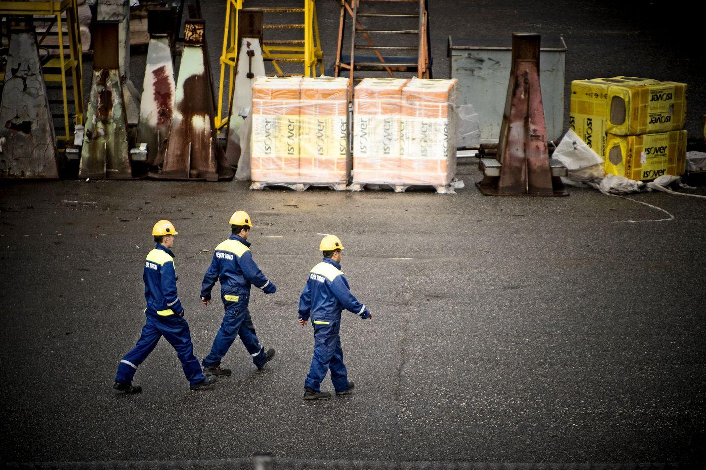 Sovun löytämistä on hidastanut kiista siitä, kuka saa sopia työehdoista työntekijöiden osalta.