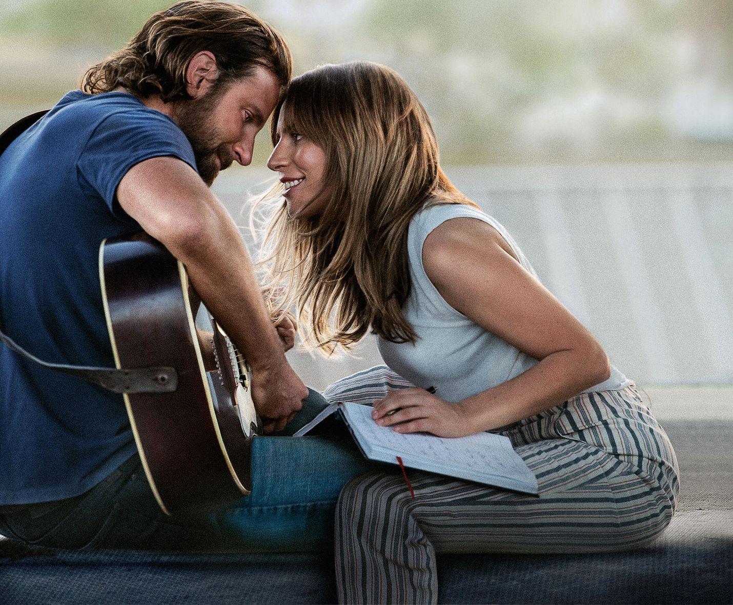 Kokenut muusikko Jackson Maine (Bradley Cooper) löytää taiteilijan nimeltä Ally (Lady Gaga), jolla ei mene hyvin, ja rakastuu tähän. Ally on juuri lähes luopunut unelmastaan menestyä laulajana, kunnes Jack houkuttelee tämän huomion keskipisteeksi.