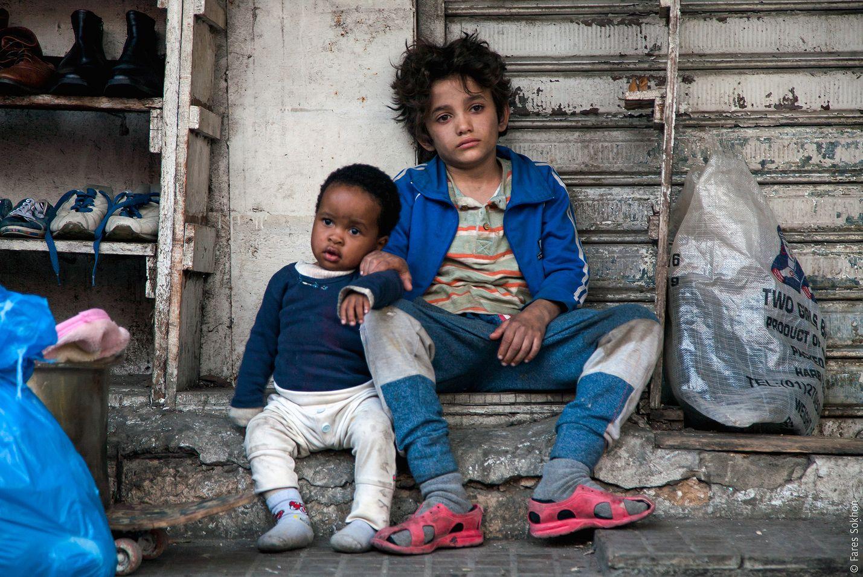 12-vuotiaan Zainin lapsuus on jäänyt lyhyeksi Beirutin slummeissa. Hän haastaa vanhempansa oikeuteen, koska hänet on saatettu karuun maailmaan jossa selviytyminen on taistelua.