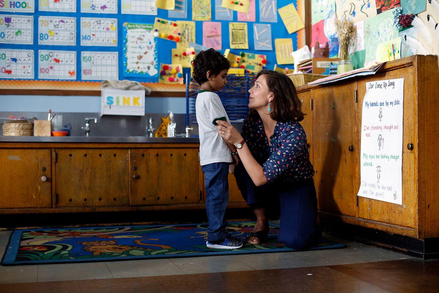 Lastentarhan opettaja Lisa löytää 5-vuotiaasta Jimmystä runoilijan alun ja on pian valmis äärimmäisiin keinoihin varjellakseen pojan neroutta.