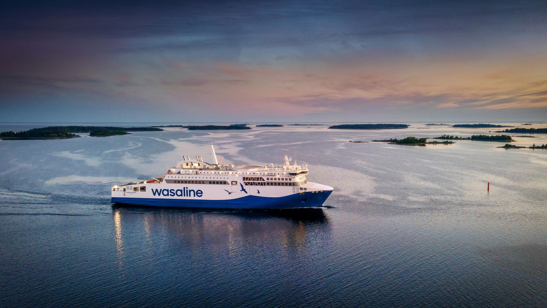 Wasalinen Aurora Botnia on käynyt ensimmäisellä merikoeajollaan. Laivassa on Wärtsilän moottori ja järjestelmiä. Rauman telakka luovuttaa laivan liikenteeseen heinäkuun puolivälissä ja se korvaa nykyisen Vaasan ja Uumajan välillä kulkevan matkustajalaivan.