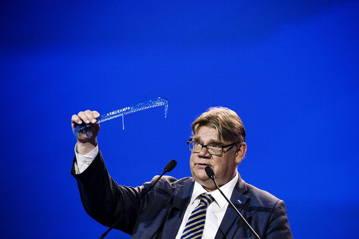 Timo Soini erotettiin Espoon sinisistä vaalimainosjupakan seurauksena.
