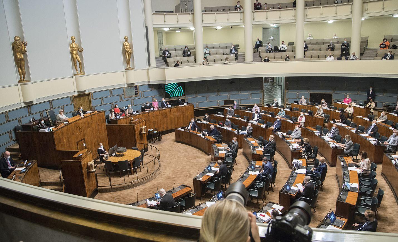 Eduskunta hyväksyi sote-uudistuksen täysistunnossa keskiviikkona äänin 105-77.