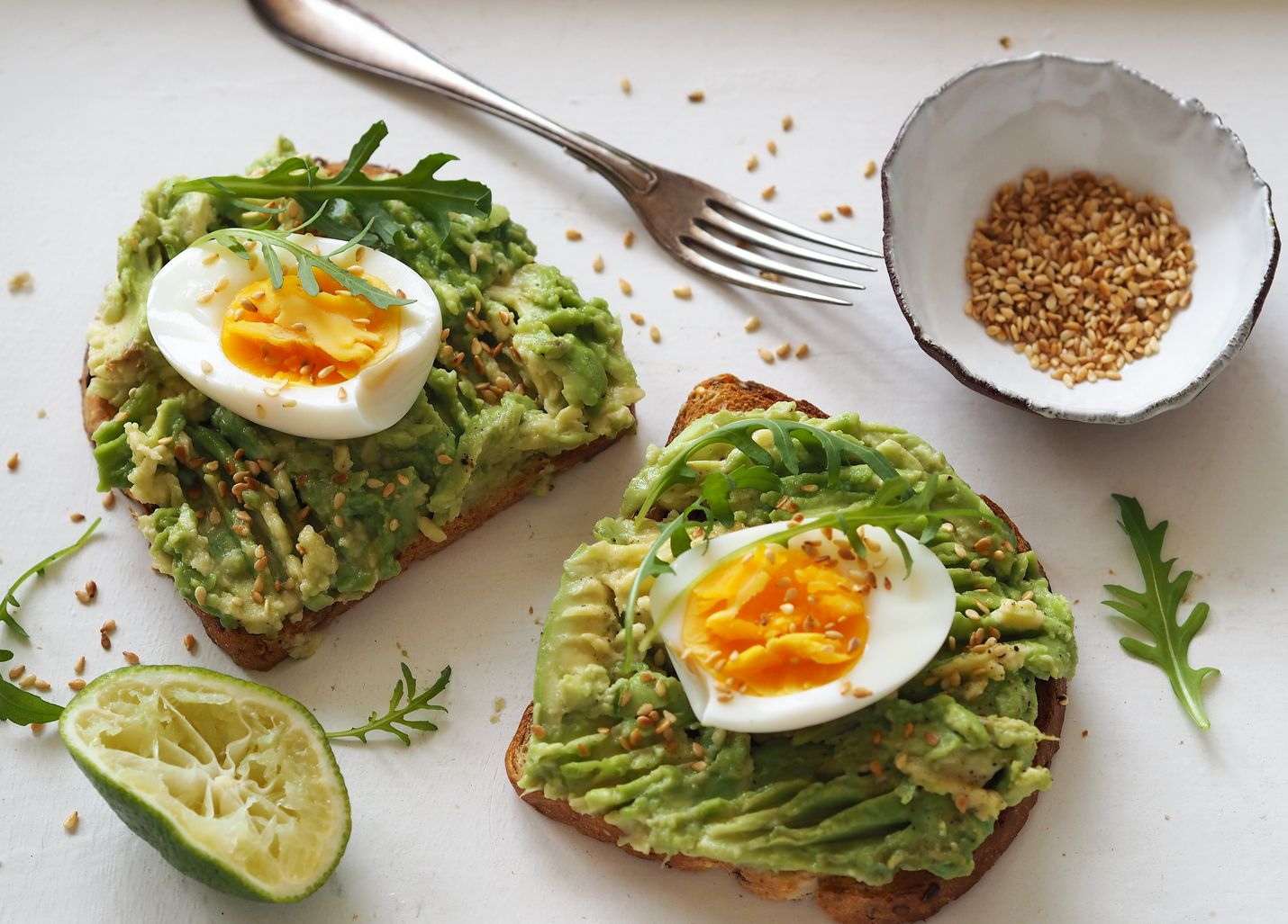 Kannattaa kokeilla kotona. Tuskin on kokkaajaa, joka ei onnistuisi avokado-munaleipien tekemisessä.