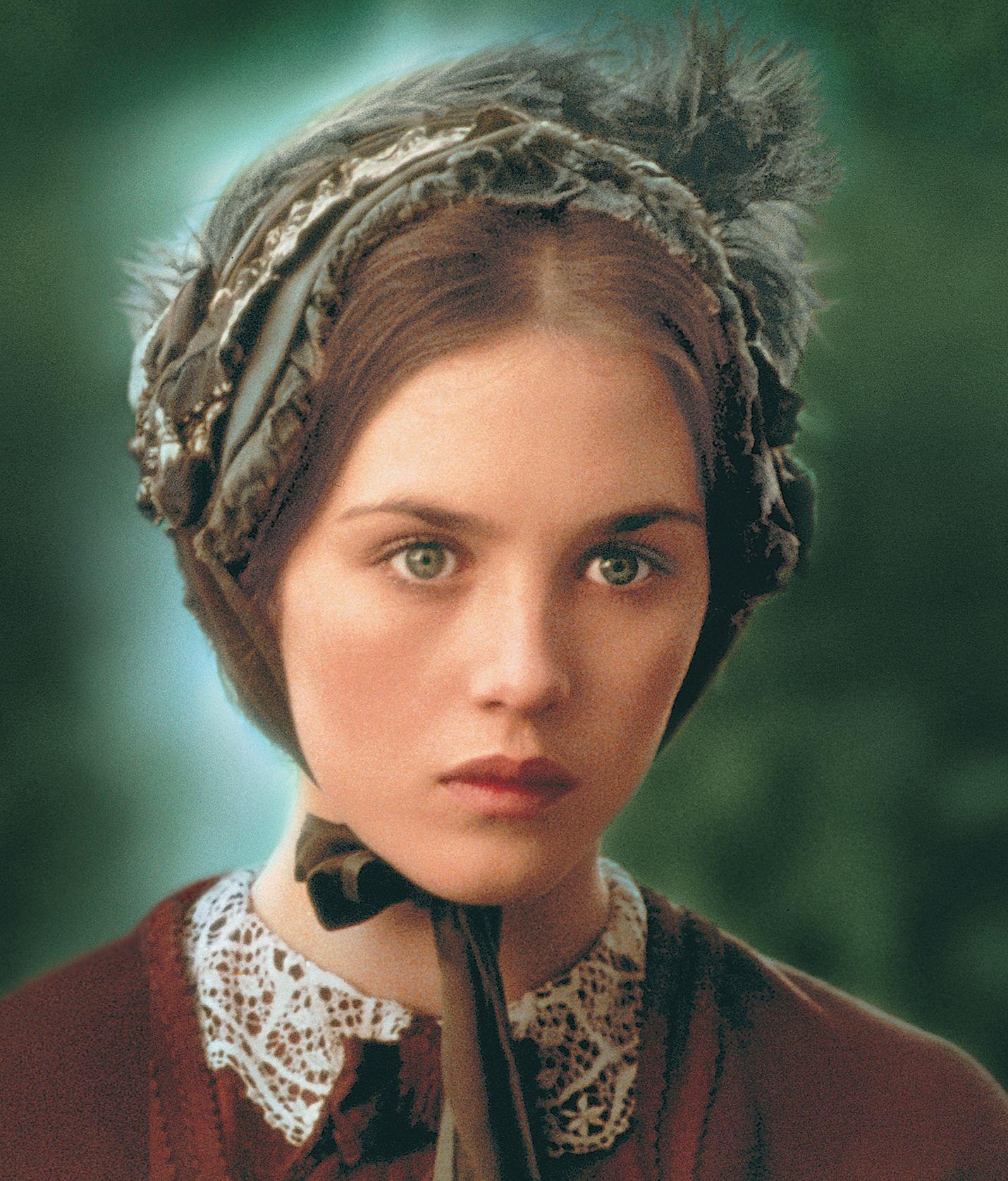 Adèlen tarina on surullisen kaunis, synkän romanttinen kertomus hullusta rakkaudesta, joka vie kirjailija Victor Hugon tyttären maailman ääriin vastakaiuttoman rakkauden perässä.