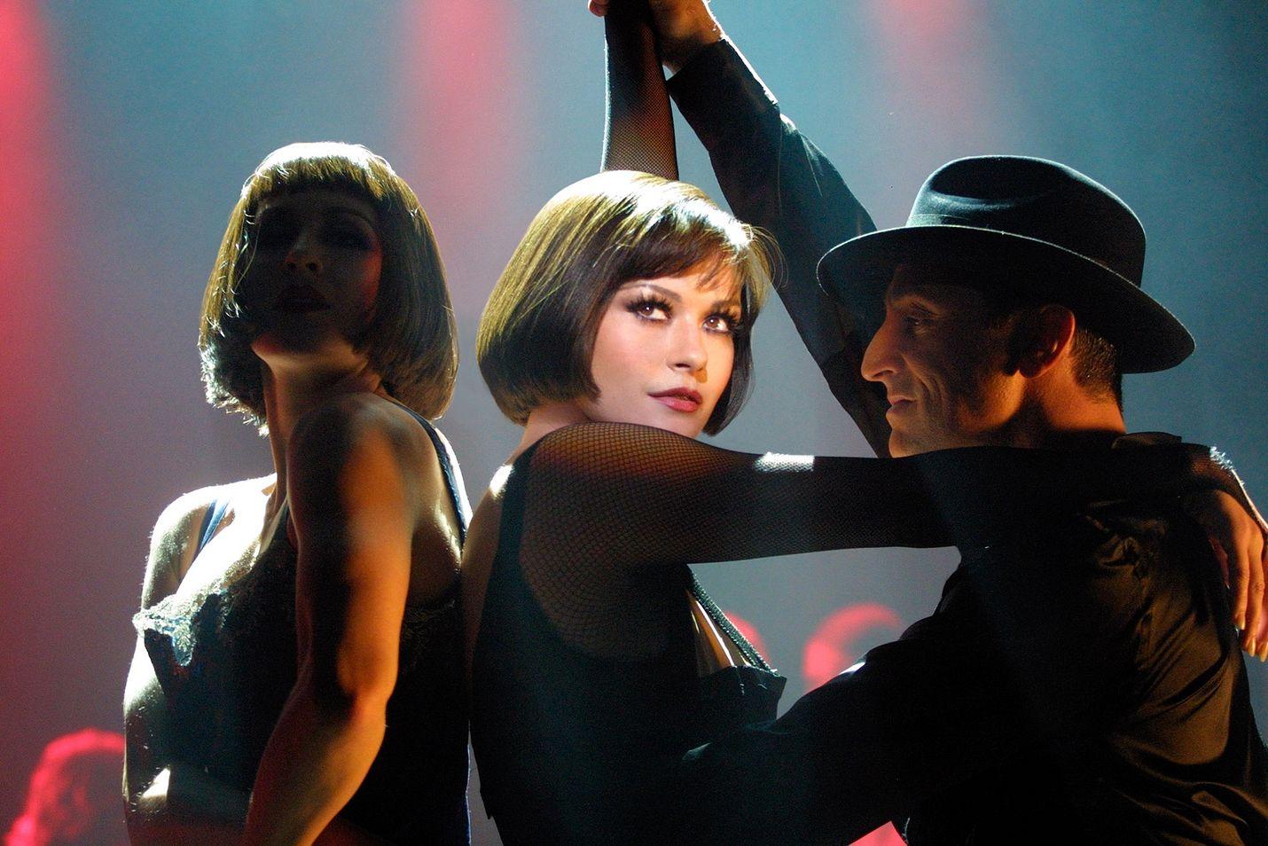 Kuuden Oscarin menestysmusikaali kertoo kahden naisen rikoksista ja rakkauksista räiskyvässä 1920-luvun Chicagossa. Pääosissa ovat Renée Zellweger ja Catherine Zeta-Jones.