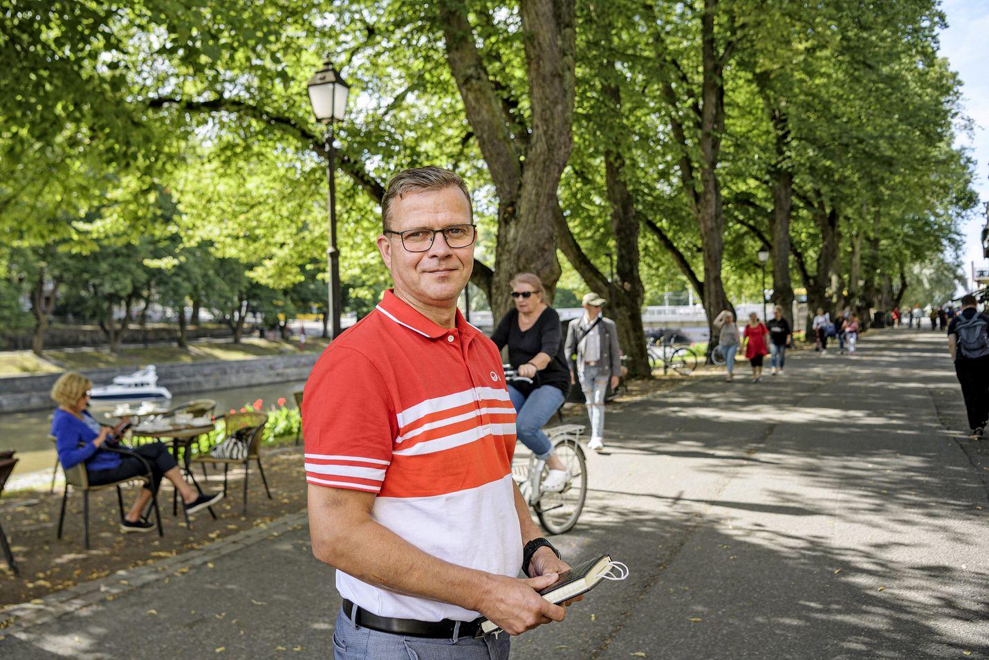 Kirjoittaja kysyy, ovatko Petteri Orpon johtama kokoomus ja perussuomalaiset käyneet jo kabinettikeskusteluja hallituskumppanuudesta.