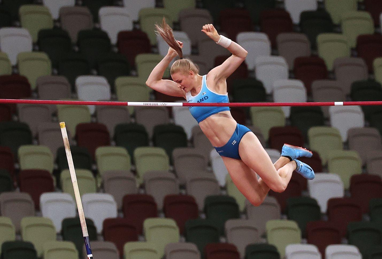 Kirjoittajan mielestä olympiakisoissa menestyminen ei ole Suomelle enää        kovin tärkeää.  Wilma Murto oli yksi suomalaisonnistujista Tokion olympialaisissa sijoittumalla seiväshypyssä viidenneksi.