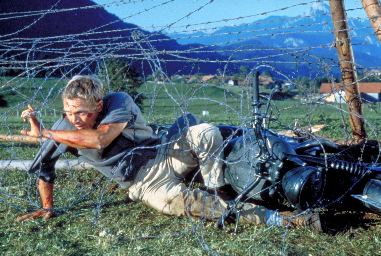 Suuri pakoretki on tosipohjainen suurelokuva joukosta liittoutuneiden sotavankeja, jotka ovat toistuvasti yrittäneet pakoa vankileireiltä ja suljetaan  tarkoin vartioituun linnaan. Pääosassa on Steve McQueen.