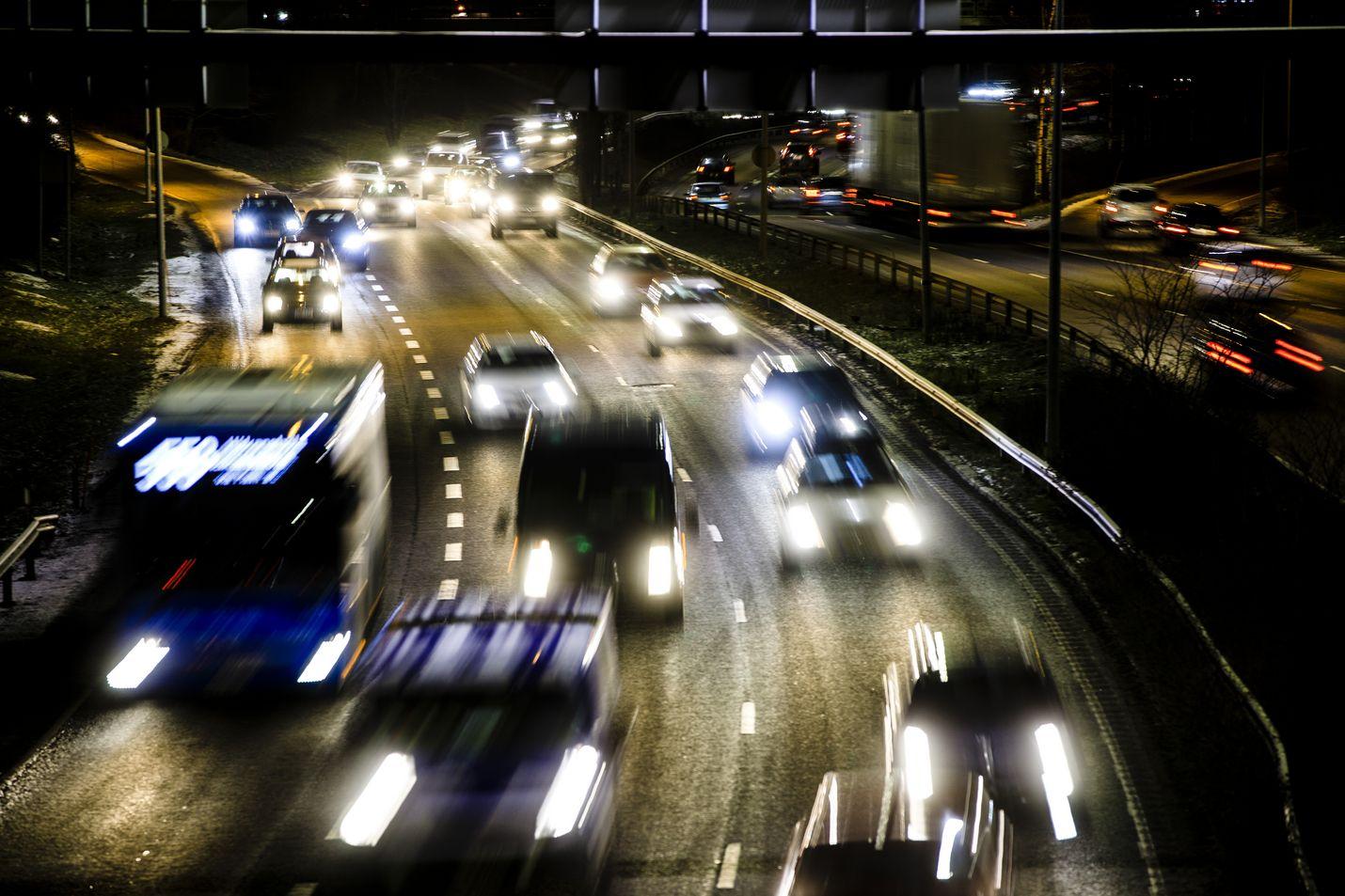 Liikenne on yksi isoimmista taakankantajista ilmastonmuutoksen hidastamisessa ja torjumisessa.