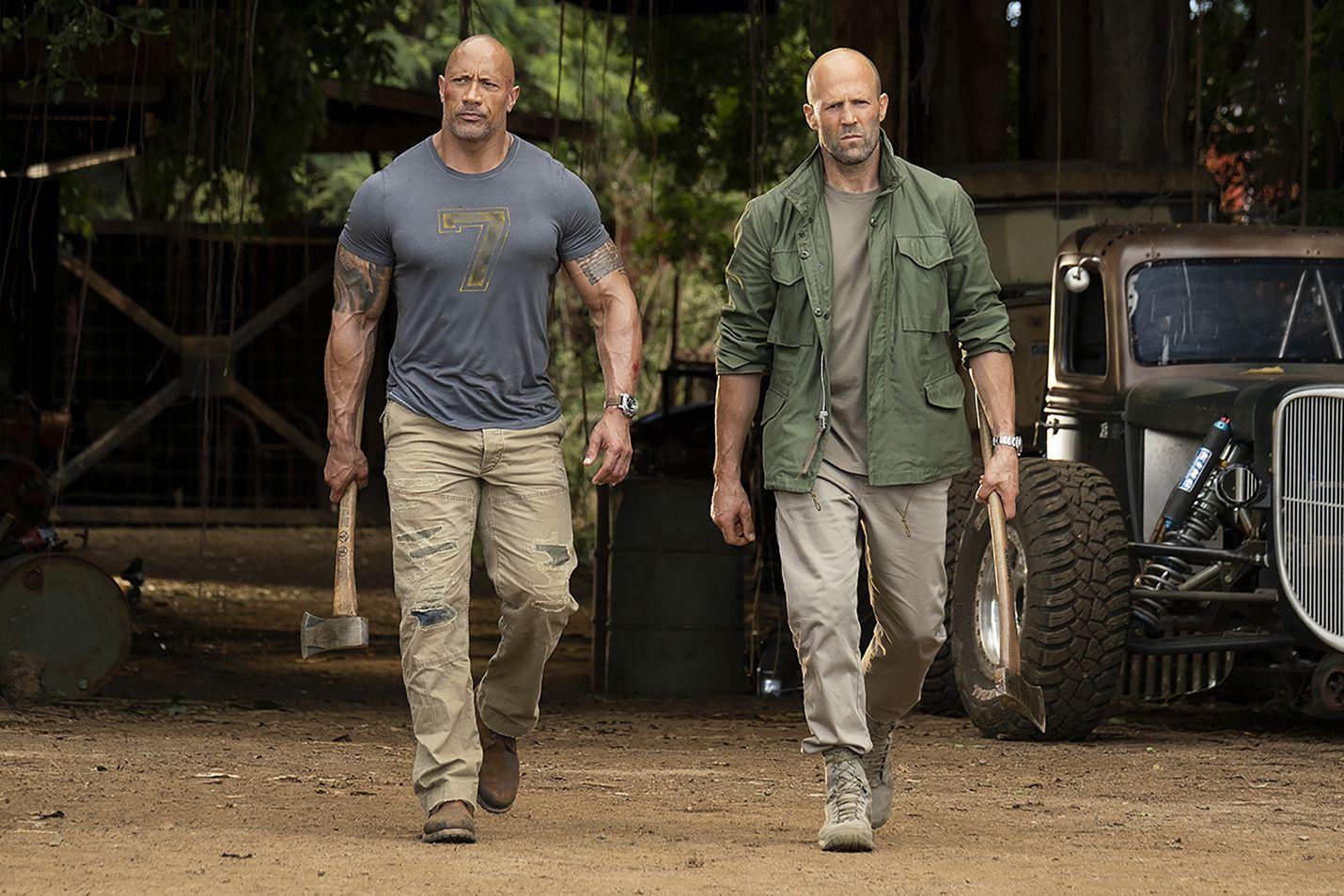 Järkälemäinen oikeudenpalvelija Hobbs (Dwayne Johnson) ja lain hämärämmällä puolella operoiva Shaw (Jason Statham) ovat vuosien ajan olleet turpakäräjillä.