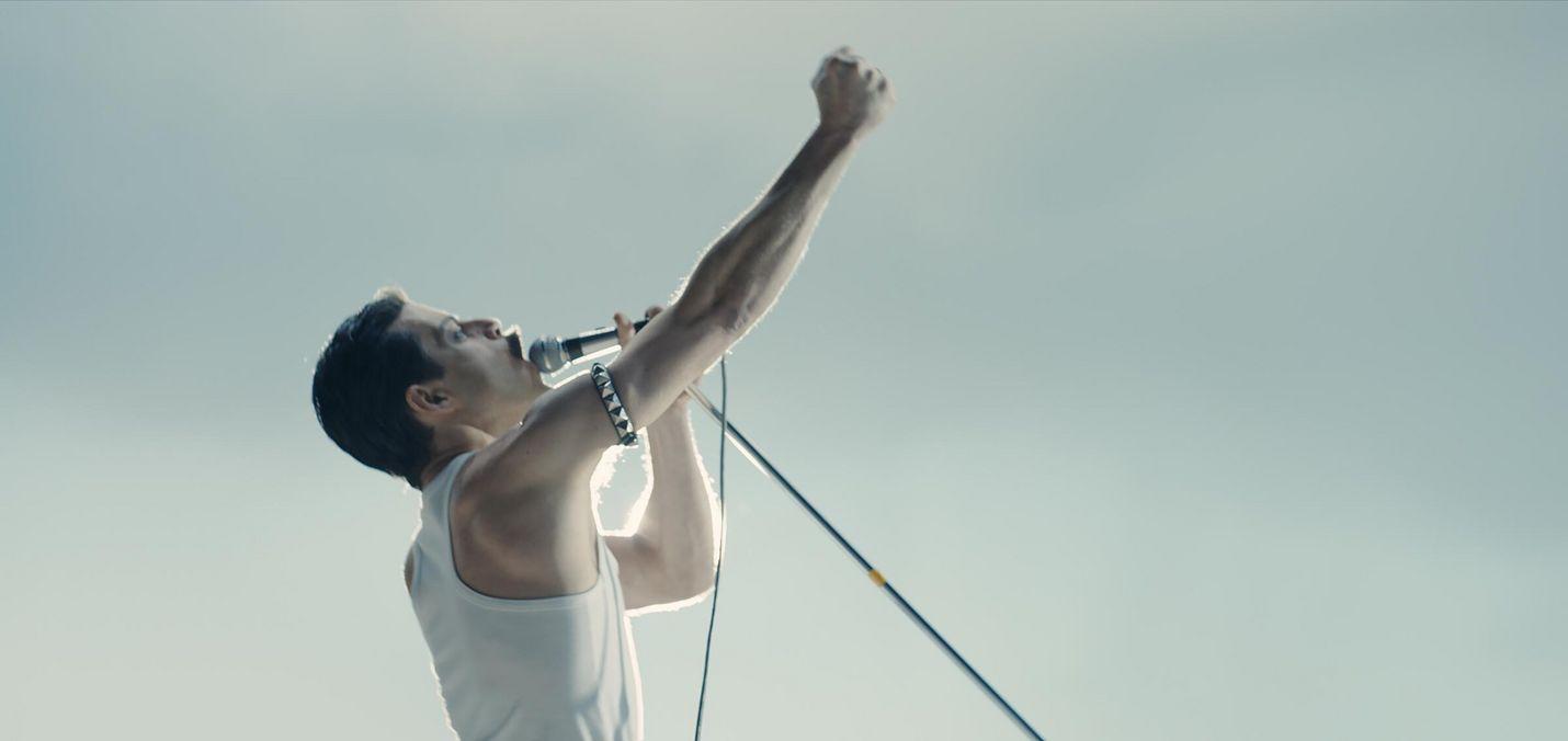 Bohemian Rhapsody on kunnianosoitus Queenin musiikille ja yhtyeen legendaariselle laulajalle Freddie Mercurylle, josta tuli yksi maailman rakastetuimmista viihdyttäjistä. Mercurya esittää Rami Malek.