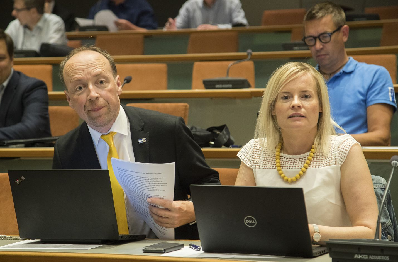 Jussi Halla-ahon vaihtuminen Riikka Purraan perussuomalaisten johdossa ei ole lisännyt kaikkien yrittäjien luottamusta puolueeseen. Halla-aho ja Purra kuvattiin yhdessä puolueen kesäkokouksessa 2019.